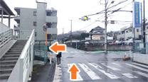 点滅信号交差点を左に曲がります